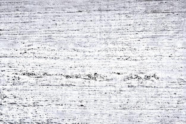 O muro de concreto é branco com arranhões pretos e veias pretas localizadas horizontalmente. conceito de textura, interior