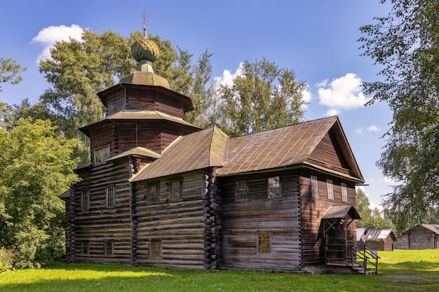 O museu de arquitetura de madeira sob o céu aberto kostroma sloboda igreja de elias profeta da vila de upper berezovets, século 17 kostroma rússia