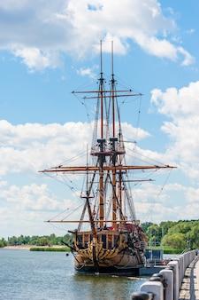 O museu do navio na praça do almirantado