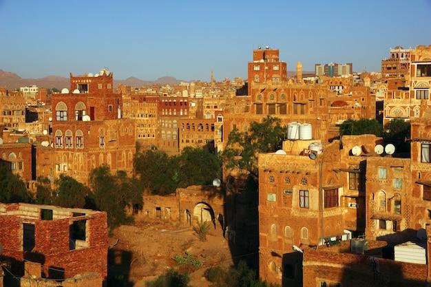 O nascer do sol em sana'a, iêmen