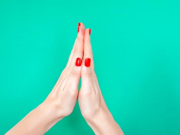 O obrigado que você reza o sinal da mão das mãos