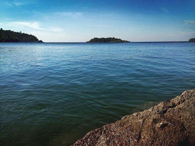 O oceano com algumas ilhas