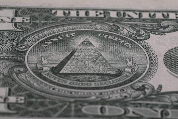 O olho da providência de perto detalhado nas notas de dólares americanos