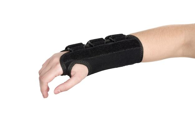 O paciente está usando uma pulseira preta.