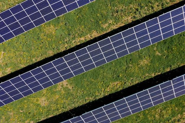 O painel solar produz energia verde e ecologicamente correta