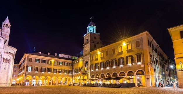 O palácio comunal, a câmara municipal de modena - itália