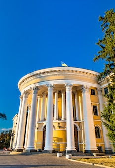 O palácio de outubro ou o centro internacional de cultura e artes em kiev, ucrânia