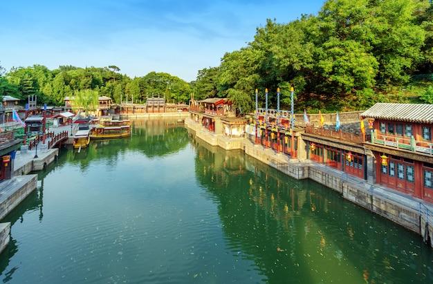 O palácio de verão, o lago das traseiras e a rua suzhou