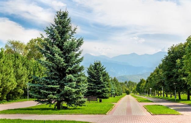 O parque do primeiro presidente em almaty, cazaquistão