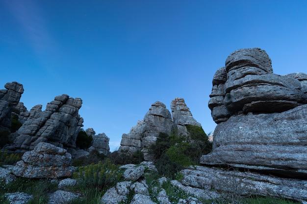 O parque natural torcal de antequera contém um dos exemplos mais impressionantes da paisagem cárstica da europa