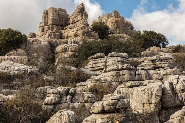 O parque natural torcal de antequera contém um dos exemplos mais impressionantes da paisagem cárstica da europa.