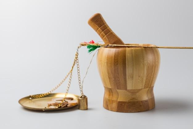 O pessoal médico pesa a medicina erval chinesa