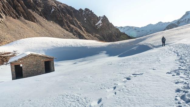O pico erfeng está localizado em siguniang shan na china