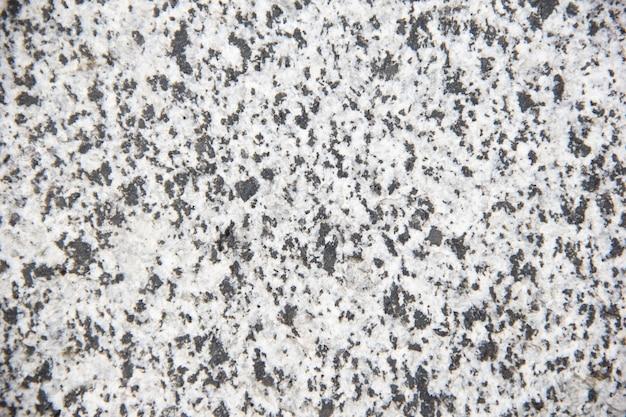 O piso de mosaico tem várias pequenas pedras de granito multicoloridas na superfície