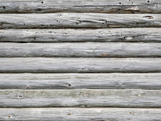 O plano de fundo cinza das velhas vigas de madeira.