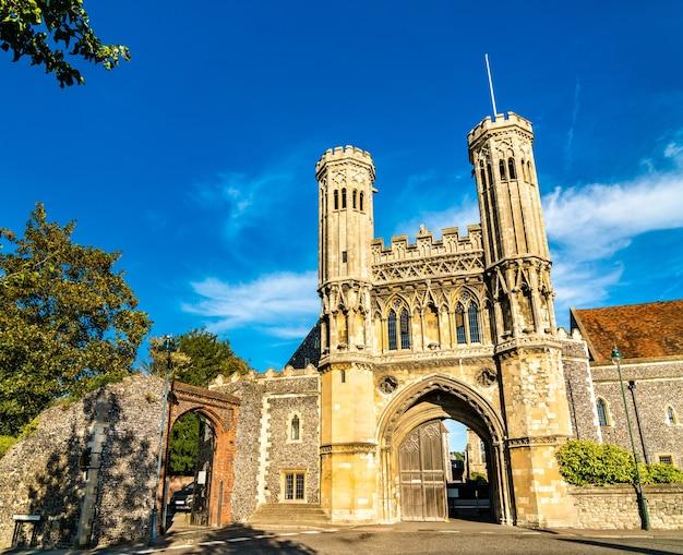 O portão de fyndon da abadia de santo agostinho em canterbury kent, reino unido