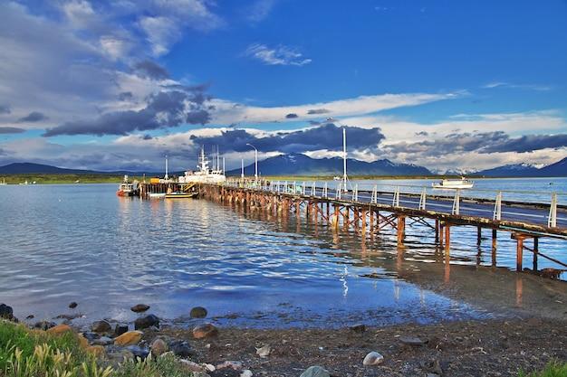 O porto marítimo de puerto natales, chile
