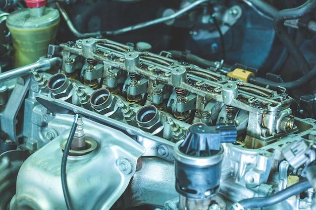 O potente motor de um carro. desenho interno do motor. peça do motor do carro.