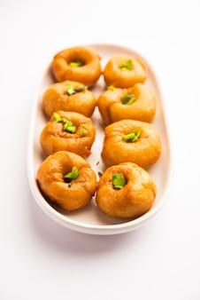 O prato balushahi ou badushah ou mughlai é uma sobremesa ou comida doce tradicional indiana macia e escamosa, também popular no paquistão e em bangladesh