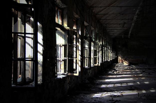 O prédio da velha fábrica abandonada