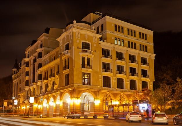 O prédio de apartamentos em kiev, ucrânia