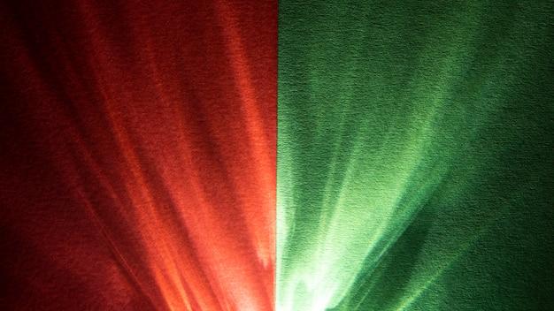 O prisma acende-se em verde e vermelho em contraste