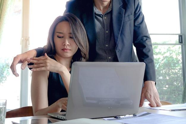 O problema do assédio sexual no local de trabalho entre empregados e patrões