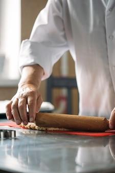 O processo de cozinhar biscoitos