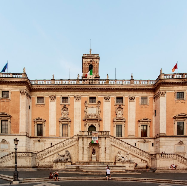 O projeto existente da piazza del campidoglio foi criado por michelangelo buonarroti.