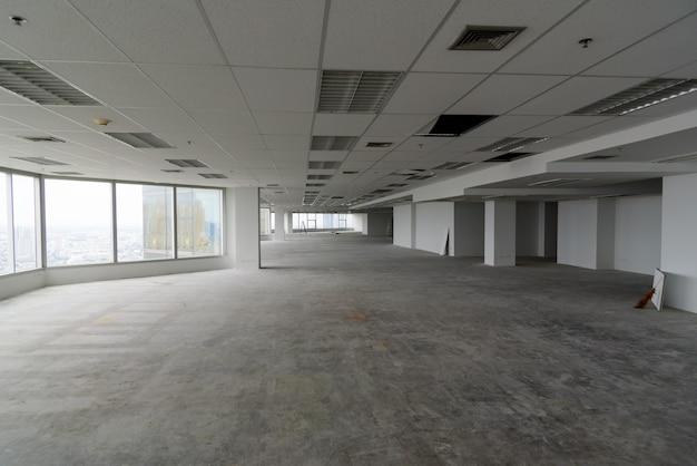 O quarto está em reforma ou em construção.