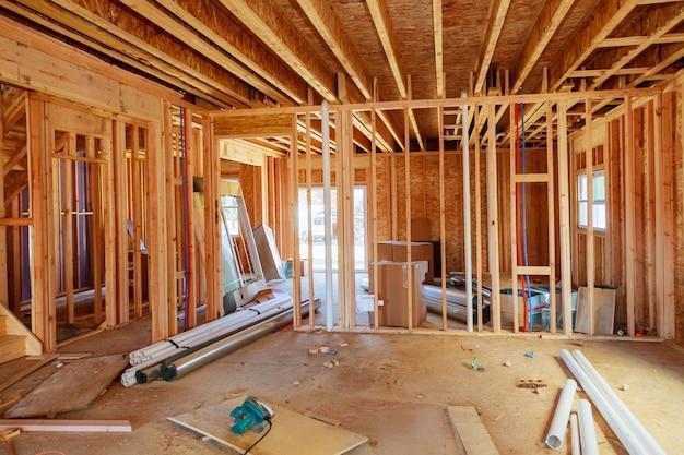 O que é agora um canteiro de obras em breve será a casa de alguém.