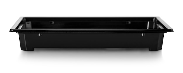 O recipiente de comida de plástico preto sobre fundo branco. trajeto de grampeamento