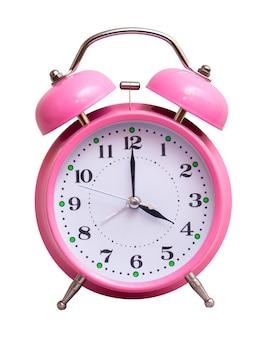 O relógio rosa em um branco isolado mostra 4 horas