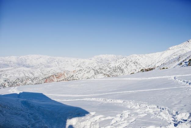 O resort nas montanhas de beldersay, no uzbequistão