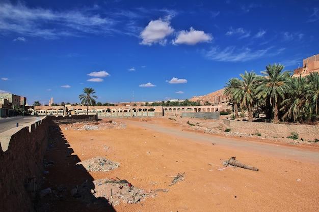O rio seco em ghardaia é cidade, deserto do saara