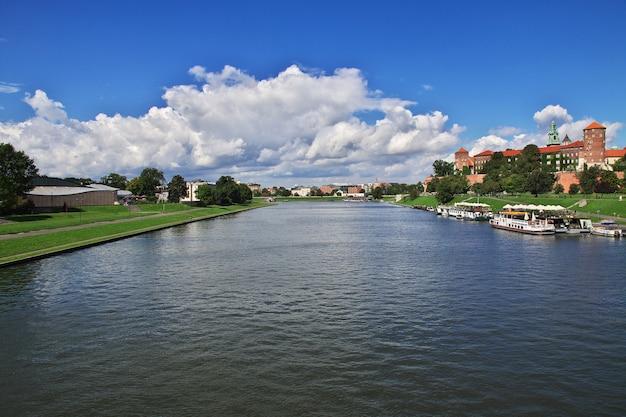 O rio vístula em cracóvia, polônia
