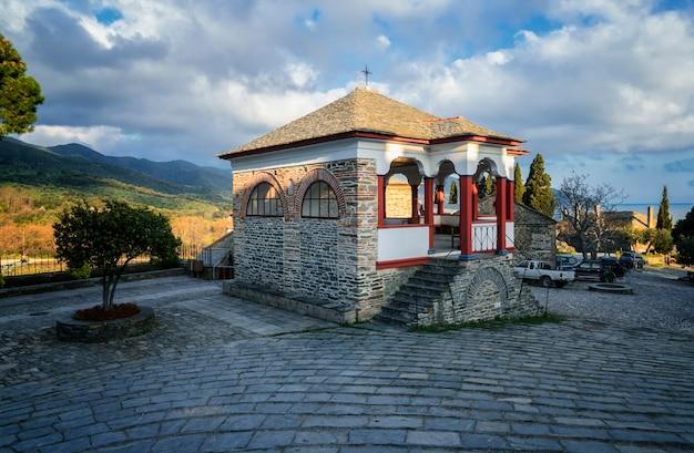 O santo e grande mosteiro de vatopedi no monte athos, grécia