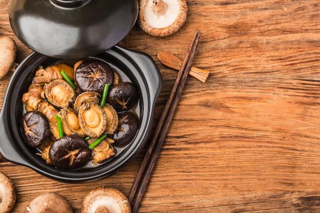 O segredo da panela de abalone, frango delicioso, abalone fresco,