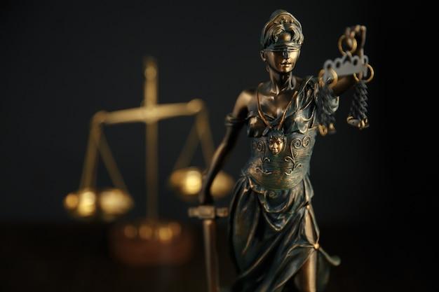 O símbolo da estátua da justiça, imagem do conceito de direito legal