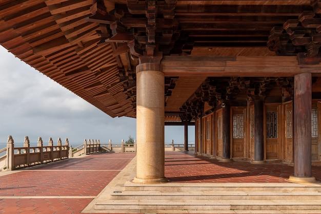 O sótão da arquitetura antiga tradicional chinesa é a totalidade e parte do pavilhão mazu em putian, china
