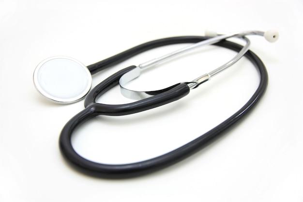 O stetoskop médico em um espaço em branco