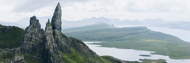 O storr na península trotternish da ilha de skye, escócia