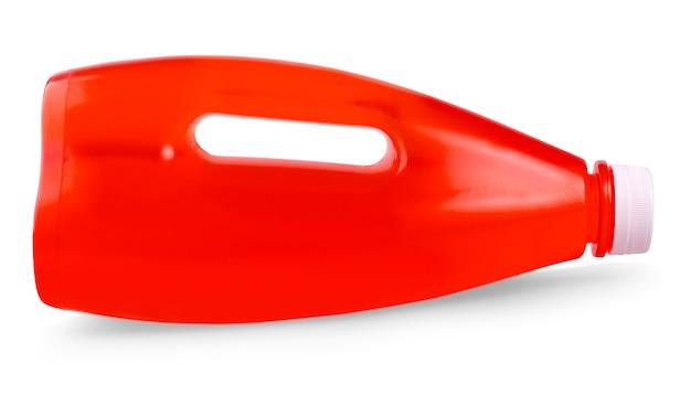 O suco vermelho em garrafa de plástico