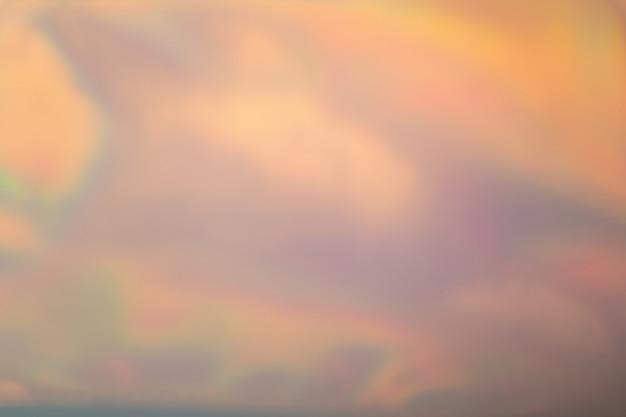 O sumário borrou o fundo iridescente holográfico da folha. gradiente na moda com cores vivas