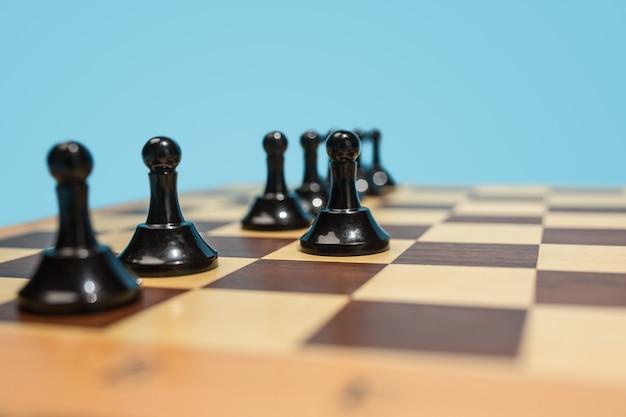 O tabuleiro de xadrez e o conceito de jogo de ideias de negócios e concorrência.