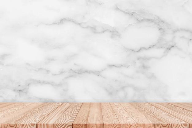 O tampo da mesa de madeira no fundo branco da textura de mármore pode ser usado para a exposição ou a montagem seu