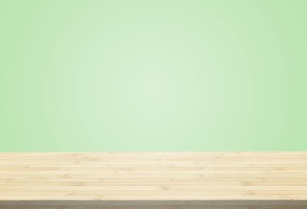 O tampo da mesa estratificado no fundo verde pastel pode pôr ou montar seus produtos