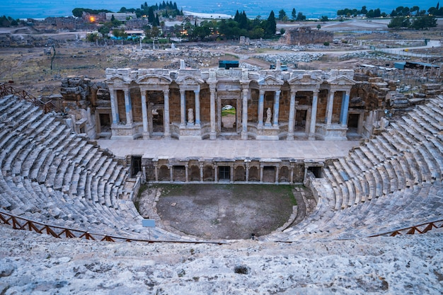 O teatro de hierapolis, em denizli, turquia
