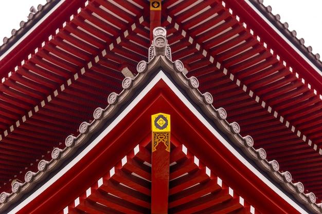 O telhado arquitetônico de um templo no japão.