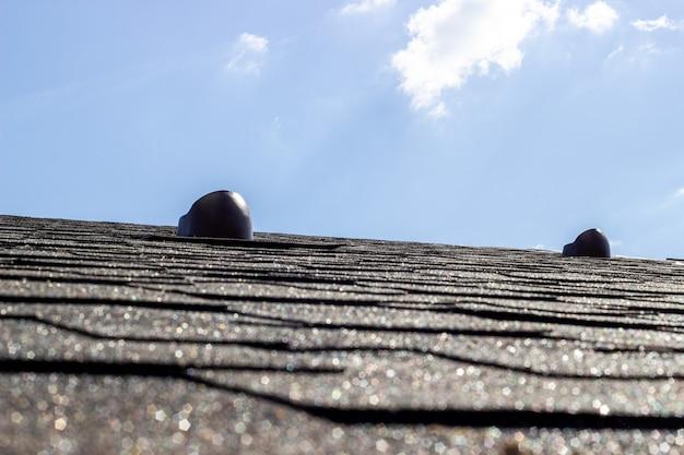 O telhado da casa.